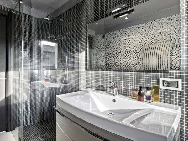 Faïence murale de salle de bains