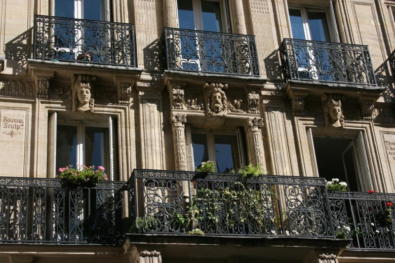 Balcon jardin style parisien
