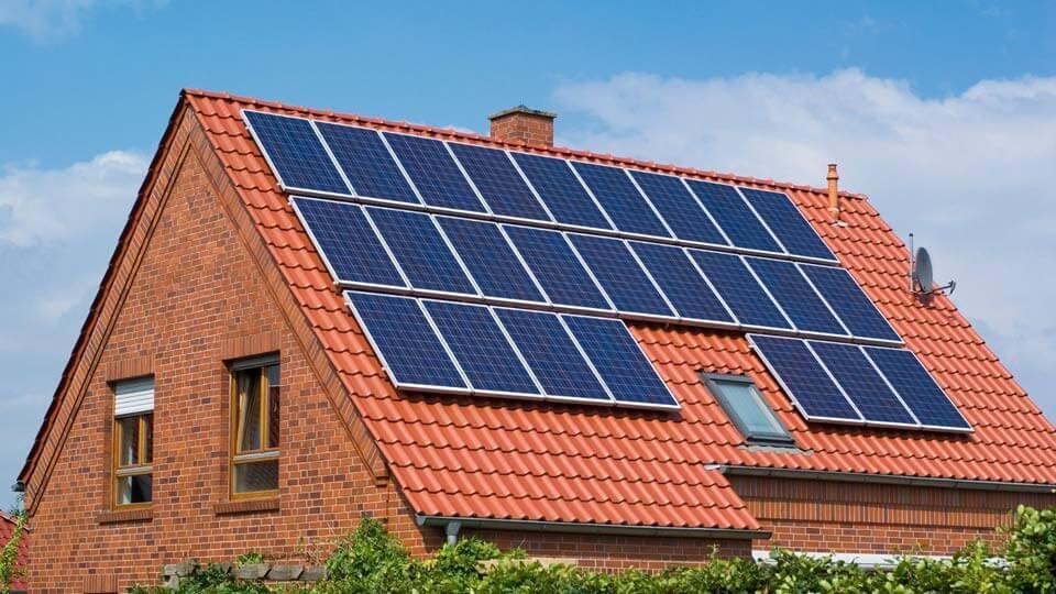 Maison autonome avec panneaux photovoltaïques